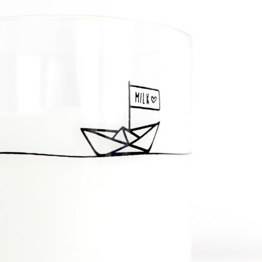 mint and mini drinkbeker monochrome