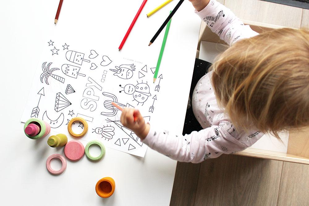 kleurplaat printen downloaden kleuren potloden houten