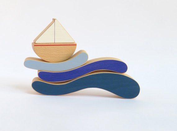 Handgemaakt houten speelgoed met mediterrane uitstraling