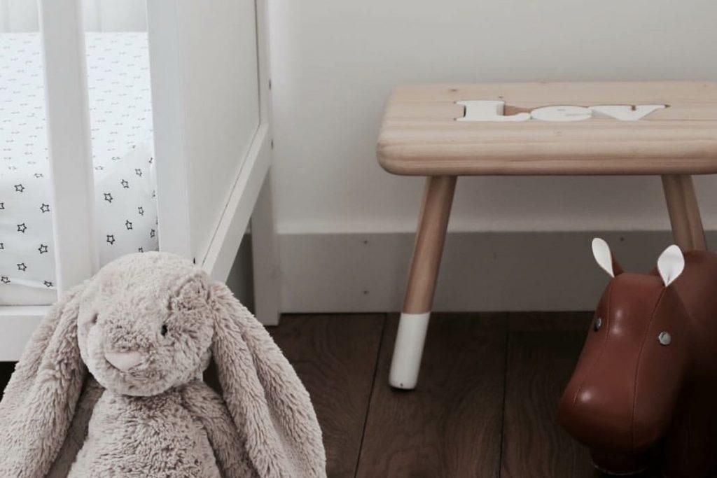 studio hout en wol naampuzzel kruk eigen naam handgemaakt