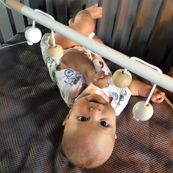babytrapeze design houten speelgoed