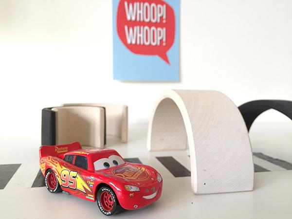 favoriet speelgoed twee jaar meisje auto cars