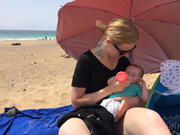 reisdilemma's tag met baby op strand