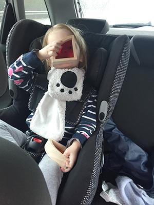 review regenboogblokken met ramen speelgoed in de auto