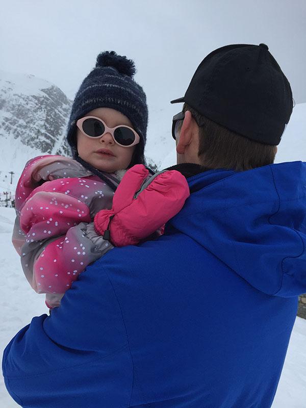wintersport met kind van twee