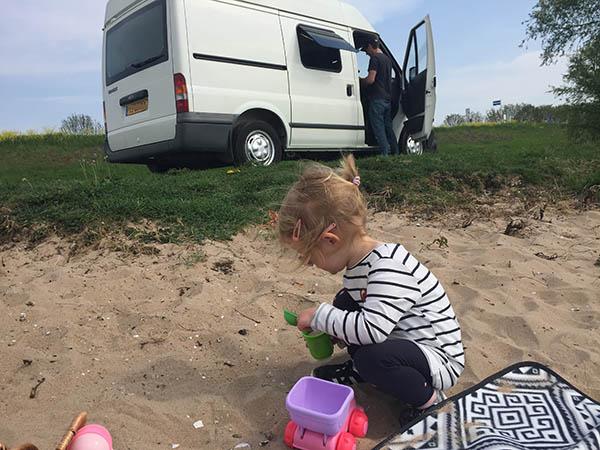 Eerste testrit in onze eigen camper (happy family alert!)