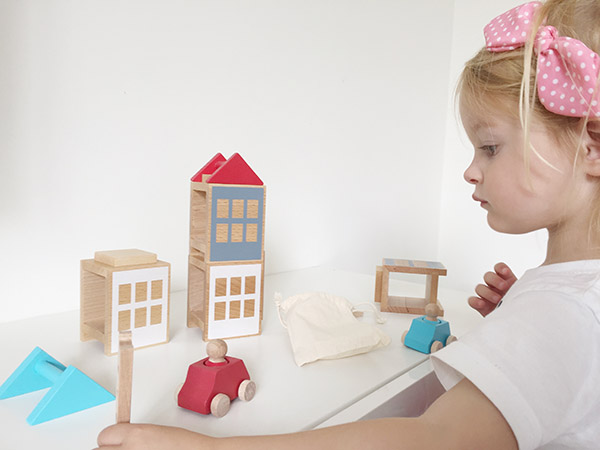 Ontdek Lubulona speelset stad met houten auto's en huisjes