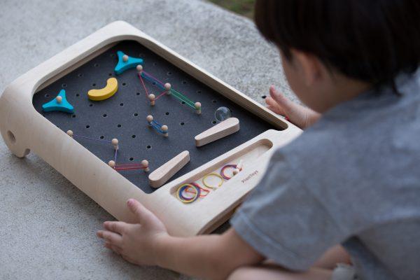 Er is een flipperkast voor driejarigen en hij is nog educatief ook