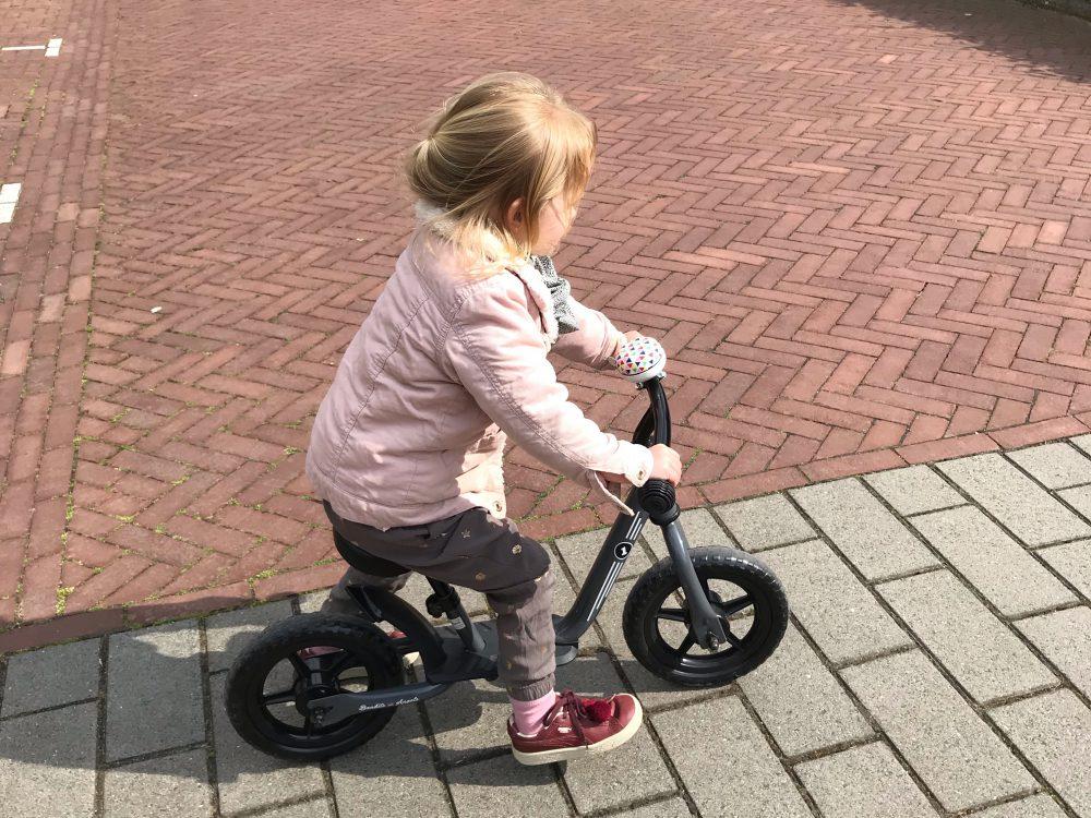 Hoe leuk is een loopfiets voor een niet zo fysiek kind (+ tips om een miskoop te voorkomen)
