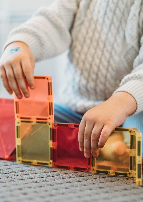 Dankzij educatief speelgoed is leren kinderspel