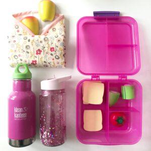 Bakjes, zakjes en flessen: dit zijn de schoolspullen van onze vierjarige