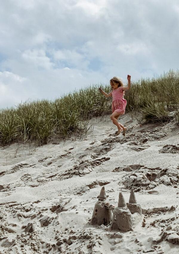 Zo maak je de mooiste strandfoto's van je kind deze zomer